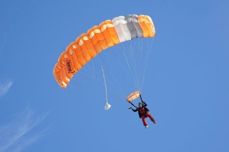 skydive-5379579_1920
